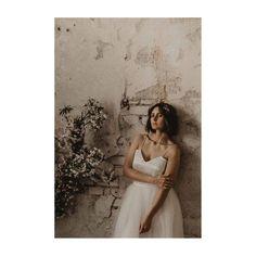 AMAZING FRANZISKA IN EINEM GOLDCIRCUS DRESS // so simple unser Zweiteiler. Und genau das macht ihn so besonders. Erhältlich in… Strapless Dress, Gold, Couture, Bridal, Handmade, Dresses, Fashion, Two Piece Outfit, Strapless Gown