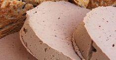Pate de ficat de casă – simplu, sănătos, gustos Ingrediente: 500 grame ficat (de pasăre sau porc) 75 grame unt 300 ml de lapte 2 foi de dafin 2 cepe medii cimbru, o căpăţână de usturoi, sare, piper. Mod de preparare: Ficatul se curăţă,