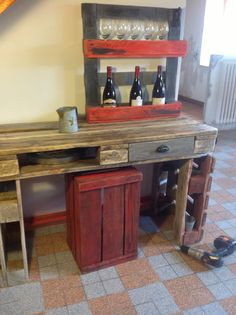 My first small table made with very old pallets!   Ma première petite table en très vieille palette!     Idea sent by Larderet Nathalie ! #Pallets, #Shelves, #Table