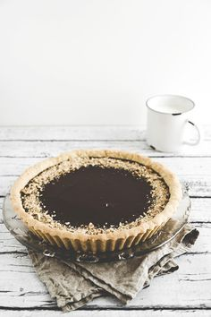 Hazelnut pastry tart with chocolate and orange cream - Frolla alle nocciole con crema di cioccolato profumata all'arancia