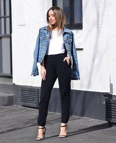 Weekend wear... Black, white & denim. Head to toe in @uniqloau & my favourite #UNIQLOJogger ✔️ #FriendInFashion #GetIntoJoggers #Uniqlo  SNAPCHAT // friendinfashion