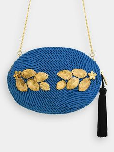 PROTOTIPO Bolso de fiesta Grace · Azul Klein Tote Bags For School, Diy Hat, Straw Tote, Simple Bags, Klein Blue, Beach Tote Bags, Love Crochet, Handmade Bags, Backpack Bags
