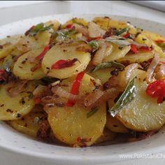 Karahi Potatoes Recipe by Shireen Anwar - Pakistani Chef Recipes Aloo Recipes, Potato Recipes, Vegetable Recipes, Vegetarian Recipes, Cooking Recipes, Healthy Recipes, Healthy Food, Curry Recipes, Veg Dishes