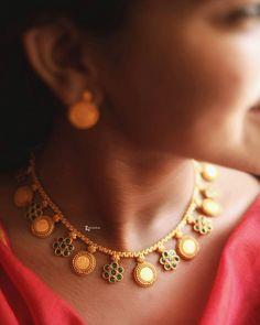 Indian Jewellery Design, Indian Jewelry, Jewelry Design, Diamond Jewelry, Gold Jewelry, Gold Necklace, Imitation Jewelry, Necklace Designs, Blouse Designs