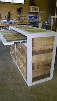 Dressoir van sloophout met uitschuifbaar blad. Frame whitewash