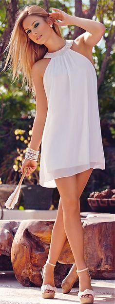 Summer dress/   pearl jewelry & white clutch