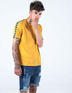 Camiseta lisa banda lateral VZ amarillo. Polo Shirt, T Shirt, Men's Collection, Lisa, Mens Tops, Fashion, Polo Shirts, Knights, Yellow