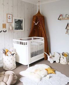Oh the heart eyes we have right now looking at this stunning space by @misskyreeloves. Seriously, we knew this woman had style, and really we shouldn't be surprised that her little ones nursery is incredible, but THIS is sheer dreamy!!! Happy Sunday night lovelies, hope all daddy's had an amazing day ❤️.