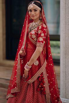 New Indian Bridal Lehenga Red Wedding Sari Ideas Indian Bridal Photos, Indian Bridal Outfits, Indian Bridal Fashion, Indian Bridal Wear, Bridal Dresses, Wedding Lehenga Designs, Designer Bridal Lehenga, Wedding Sari, Red Wedding