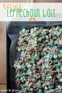 Easy Leprechaun Bait | www.wineandglue.com | Delicious leprechaun bait and all the instructions to catch one!