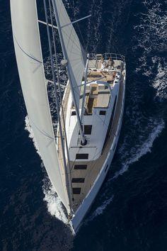 Segelyachten innen  Life aboard the Jeanneau Yacht 64 is lived in the fresh air. www ...