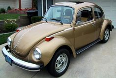 My first car - but mine had pealing paint, dents on every fender, primer spots, etc. Loved my sun bug. Vw Super Beetle, Kdf Wagen, Bug Car, Sun Logo, Beetle Convertible, Vw Cars, First Car, Vw Beetles, Dark Brown Leather