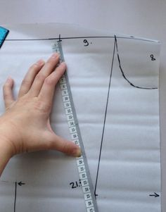 Идеальная выкройка своими руками – без расчетов и формул. Платье будет сидеть идеально! Dress Sewing Patterns, Clothing Patterns, Sewing Pants, Techniques Couture, Pattern Drafting, Sewing Tools, Fashion Wear, Pattern Making, Designs To Draw