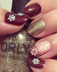 Base Orly L. A. Sashay, Middlefinger Orly Halo, Ringfinger Gradient China Glaze Moment In The Sunset + Orly L. A. Sashay, Born Pretty Nail Snowflakes + Stamping Plate L010, Jolifin Stamping-Lack Snow-White, Topper China Glaze Fairy Dust, #naturalnails #shortnails #naildesigns #nails #nailart #nailstamping #bornprettystamping #christmasnails #jolifin #chinaglaze #orly #chinaglazefairydust #chinaglazemomentinthesunset #orlyhalo #lasashay