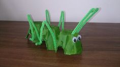Lesson 25 craft of locust that John the Baptist ate. I pre painted a row of 3 egg carton cups and made holes for the green chenille (pipecleaner) sticks to poke through. One for each pair of legs and a half length for the antennas. Adding the googly eyes give it real character :-) Vbs Crafts, Church Crafts, Preschool Crafts, Preschool Bible Lessons, Lessons For Kids, Toddler Crafts, Crafts For Kids, Kids Church, Church Ideas