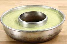 Fotograf:  Per © Alletiders Kogebog Dog Bowls, Avocado, Pudding, Desserts, Tailgate Desserts, Deserts, Lawyer, Custard Pudding, Puddings