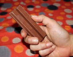 Halloween Candy: Kit Kat. 2 fingers =100 calories.  Want to keep your diet in check? Here's your cue to stash half of that full-size candy bar in your desk, or share a piece. The song does ask you to break someone else off a piece of that Kit Kat bar, after all.