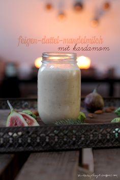 feigen-dattel-mandelmilch mit kardamom.  //http://nikesherztanzt.wordpress.com//
