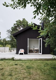 Surprising summer garden cluster house just on home design ideas site Cluster House, Sweden House, Pergola Kits, Diy Pergola, Cottage Style Homes, House Goals, House Painting, Black House, Curb Appeal