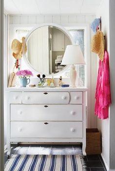 White dresser, beached up <3