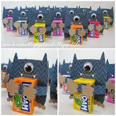 . Kreativ Blog by Claudi: Knuddelmonster Leider gibts hier weder eine Anleitung noch einen Link, aber die süßen Monster sollten sich doch nachbasteln lassen. Halloween Kids, Halloween Treats, Diy For Kids, Crafts For Kids, Candy Crafts, Monster Party, Monster High, Little Gifts, Diy Gifts