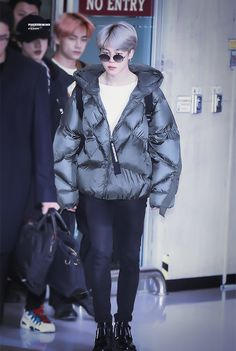BTS at Gimpo Airport arrived from Japan Jimin Airport Fashion, Bts Airport, Airport Style, Park Ji Min, Busan, Bts Inspired Outfits, Pre Debut, Style Finder, Kpop Outfits