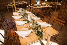 Boho wedding - Cap Ferret - French wedding style - La Paire de Cerise photographes - Jenny Morel Weddings wedding planner - nom de table - tableware - flowers - centre de table