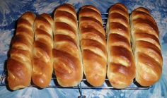 Mes BAGUETTES VIENNOISE Cooking Bread, Cooking Chef, Cooking Recipes, Chocolate Desserts, Hot Dog Buns, Sweet Recipes, Family Meals, Brunch, Food And Drink