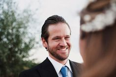 La sonrisa del novio el día de la boda {Foto, Pedro Bellido} #novio #groom #tendenciasdebodas