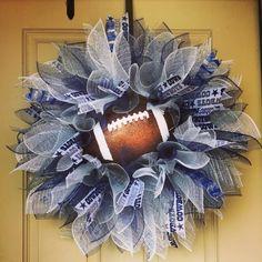 Starburst Dallas Cowboys wreath                                                                                                                                                                                 More Dallas Cowboys Crafts, Dallas Cowboys Wreath, Dallas Cowboys Football, Wreath Crafts, Diy Wreath, Burlap Wreath, Diy Crafts, Wreath Ideas, Football Team Wreaths