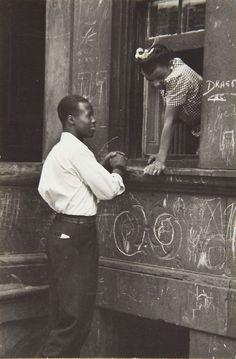 Helen Levitt | Greeting at the Window, 1940.