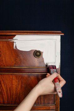 Mit Kreidefarbe Möbel anstreichen! ähnliche tolle Projekte und Ideen wie im Bild vorgestellt findest du auch in unserem Magazin . Wir freuen uns auf deinen Besuch. Liebe Grüße Mimi