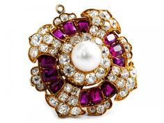 Rubin-Diamant-Perlbrosche Im Durchmesser: ca 3 cm. Gewicht: ca. 13,7 g. GG 585. Um 1880. Prächtige — Schmuck_Juwelen