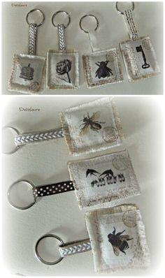Petit porte clé avec images vintage , bord frangé , tissu lin ancien.