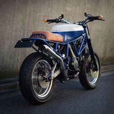 The Japanese workshop Speedtractor has hit the ball out of the park again. This time it's a Ducati Scrambler, but based on a 1988 750 Sport.