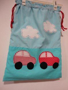 Saco para roupas de bebé - mãos&linhas® Diaper Bag, Vintage Baby Rooms, Sew Tote Bags, Garment Bags, Bed Covers, Organizers, Needlepoint, Diaper Bags, Mothers Bag