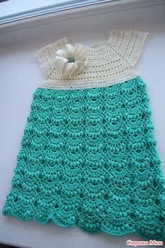 Hello girls, fine, today I bring another inspiration to beginner pattern shop crocheted. Always so beautiful and delic. Crochet Bebe, Crochet For Kids, Knit Crochet, Beginner Crochet Tutorial, Crochet For Beginners, Crochet Baby Clothes, Crochet Dresses, Crochet Fashion, Plaid Pattern