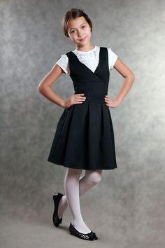 Школьный сарафан для девочек с глубоким вырезом