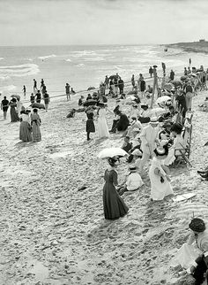 This is what going to the beach in Florida looked like in 1910! Can you imagine? #Florida #CaptivaIsland