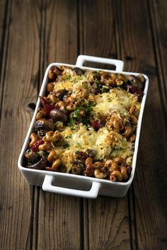 If you have less than 10 minutes to prep tonight's dinner, then try this noodle bake. The ingredients are minimal which can come in handy when you have a tight Spicy Sausage, Mushroom Pasta, Easy Pasta Recipes, Suppers, Casserole Recipes, Kos, Casseroles, Noodles, Stuffed Mushrooms