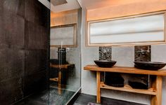 Fertighaus - Wohnidee Badezimmer #Haus #Fertighaus #Badezimmer #Glas #Stein #Waschbecken #modern