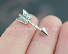 Trago freccia piercing gioielli, freccia post orecchini, gioielli argento freccia Helix cartilagine