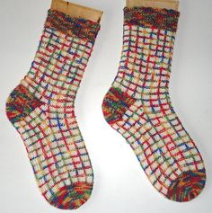 Knitting Socks, Knit Socks, Blog, Mittens, 1 Mai, Stitches, Projects, Wool Yarn, Dots