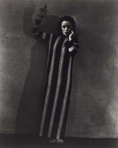 "Soichi Sunami photo, Martha Graham, ""Two Primitive Canticles"". Contemporary Dance Moves, Modern Dance, Harlem Renaissance, Songs About Girls, Martha Graham, Magic Realism, Vintage Girls, The Magicians, Dresser"