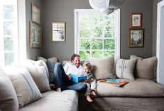 9 Small-Space Decorating Tricks Designers Swear By 2019 Small living space with a morrocean inspired pendant light and a brown linen sectional The post 9 Small-Space Decorating Tricks Designers Swear By 2019 appeared first on Sofa ideas. Small Space Living, Living Spaces, Small Space Sectional, Home And Living, Home And Family, Family Rooms, Cozy Living, Kids Rooms, Living Room Furniture