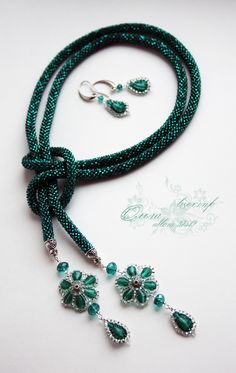 Not this exactly, but the concept and basic design are good. Seed Bead Jewelry, Bead Jewellery, Beaded Jewelry, Jewelery, Handmade Jewelry, Beaded Bracelets, Wire Jewelry, Diy Necklace, Fashion Necklace