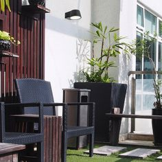 Milano outdoor wall light is equipped with a motion sensor and it is recomended to those in favour of classic style. Outdoor Chairs, Outdoor Furniture Sets, Outdoor Decor, Light Sensor, Outdoor Wall Lighting, Save Energy, Classic Style, Planter Pots, Wall Lights