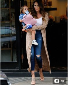 Tamara Ecclestone sports a low-cut top and skinny jeans at salon Kaia Gerber, Miranda Kerr, Kourtney Kardashian, Skinny Jeans, Glamour, Photoshoot, Street Style, Celebrities, Coat