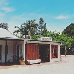 My tops picks for where - and where not - to eat in Byron Bay! If you are  like me and like to plan your holidays around the best places to eat then  this is the post for you.  Earlier this year I revisited the one and only Byron Bay. This is a magical  place where the smell of incense lingers