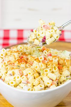 This Classic Macaroni Salad is perfect for summer picnics and dinners on the back porch! Yummy Pasta Recipes, Great Recipes, Salad Recipes, Cooking Recipes, Yummy Food, Favorite Recipes, Delicious Meals, Dinner Recipes, Dinner Ideas